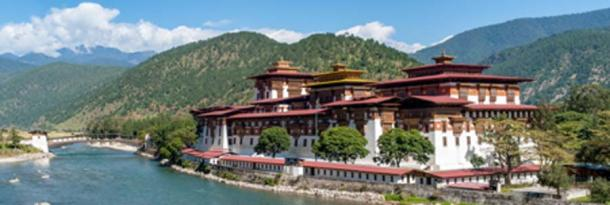 Punakha Dzong, the Queen of Dzongs constructed by Ngawang Namgyal, 1637. (UlyssePixel/ Adobe Stock)