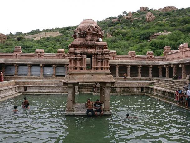 The Pushkarini in India is suitable for holy baths. (Sumanth699 / CC BY-SA 4.0)