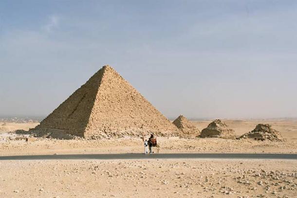 Pyramid of Menkaure, Egypt.