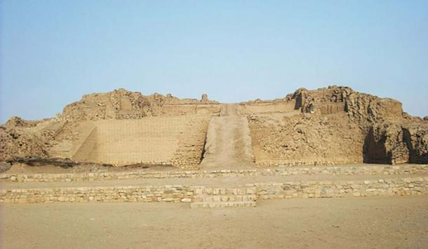 Pyramid with a ramp at Pachacamac site. (CC BY 3.0)