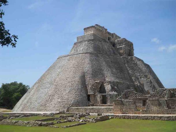 The Pyramid of the Dwarf in Uxmal, Yucatan Peninsula, according to legend was built in a single night by dwarfish sorcerer deity named Itzamna. (Adert / CC BY-SA 4.0)