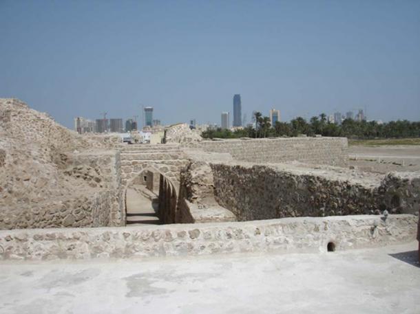 Qal'at al-Bahrain looking at Manama. (stepnout/ CC BY 2.0)