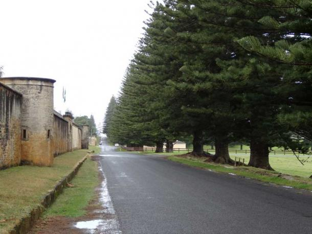Quality Row - officers lived in private houses and the soldiers lived in barracks. (Denisbin/ CC BY 2.0)