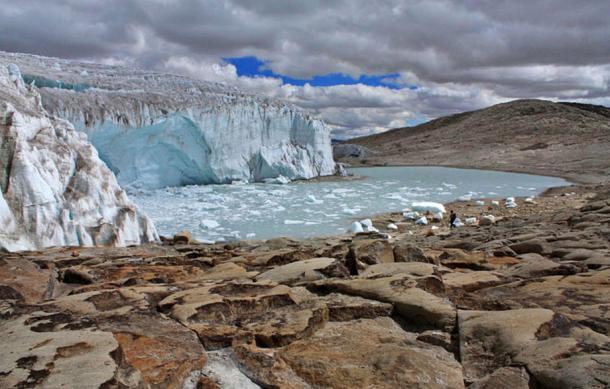 Quelccaya Glacier located in southern Peru. Edubucher
