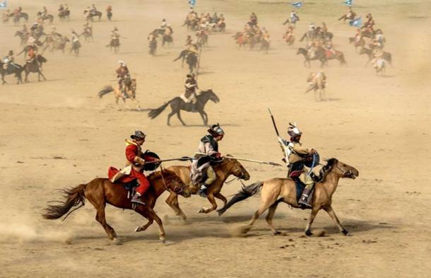 Re-enaction of Mongolian horsemen at battle. (Public Domain)