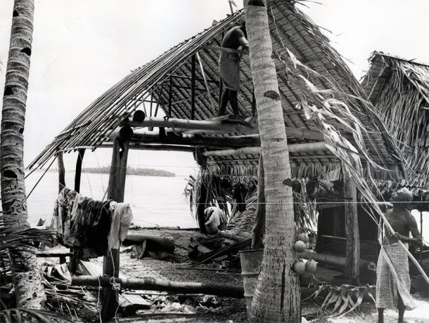 Rebuilding a house damaged by a storm. Fakaofo, Tokelau Islands (Nicholson / CC BY 2.0)
