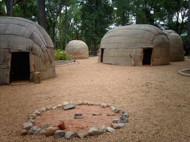 Reconstructed Powhatan village at the Jamestown Settlement living-history museum. (Nationalparks/CC BY SA 2.5)