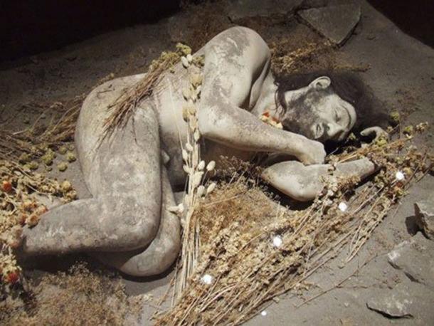 Reconstruction of a Neanderthal burial. (Eras historicas de la Humanidad by FMPM)