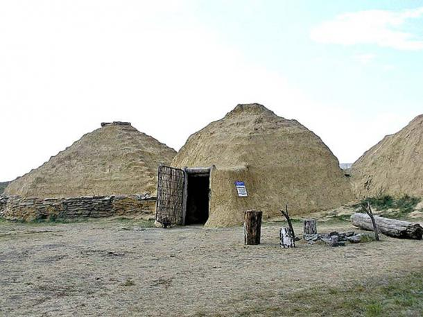Reconstruction of a prehistoric house in Arkaim. (Kudrjashov Andrey/CC BY SA 3.0)