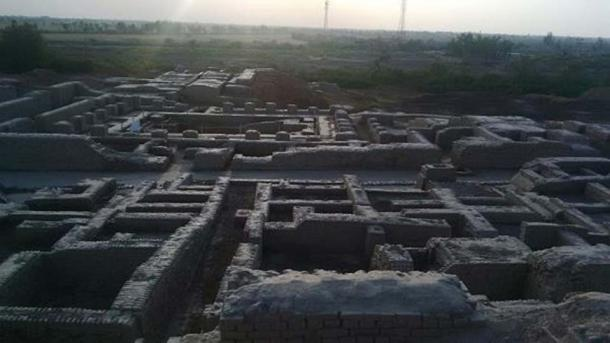 Regularity of streets and buildings suggests the influence of ancient urban planning in Mohenjo-daro's construction. (Gaffer772/CC BY SA 4.0)