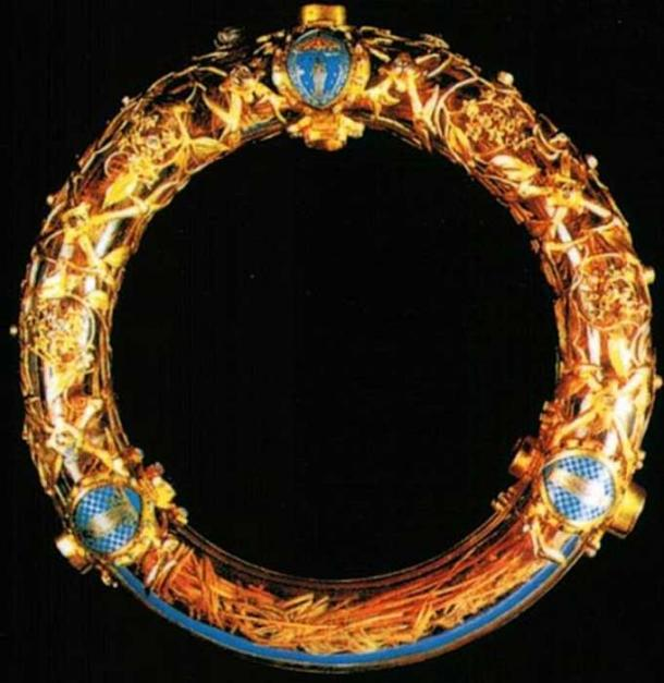 Relic of the crown of thorns, bought by Louis IX from Baldwin II. It was preserved at the Notre Dame de Paris until April 15, 2019, when it was rescued from a fire at the cathedral. (Gavigan / CC BY-SA 3.0)