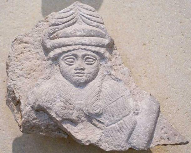 Relief of goddess, perhaps Nintinugga, wearing horned cap. Limestone, Neo-Sumerian period