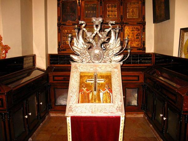 Reliquary of the True Cross at the Church of the Holy Sepulchre, Jerusalem.