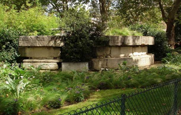 Remaining stones of the Bastille are still visible now on Boulevard Henri IV. (CC BY-SA 3.0)
