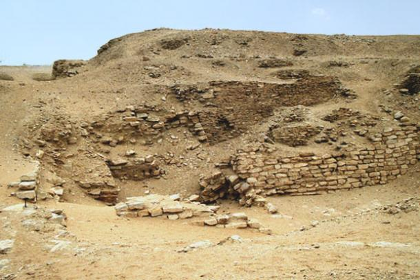 The remains of the Pyramid of Sekhemkhet, also known as the Buried Pyramid. (Pottery Fan / CC BY-SA 3.0)