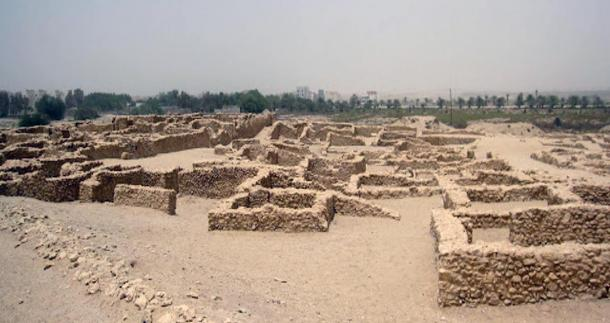 Remains of Saar temple, a temple dating to the Dilmun era of Bahrain's history. Photo by: Rapid Travel Chai, 2012.