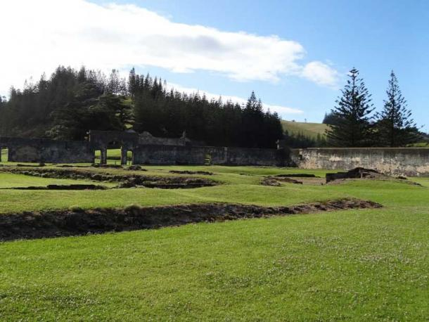Remains of a prison at KAVHA on Norfolk Island (1825-55). (Denisbin / CC BY 2.0)