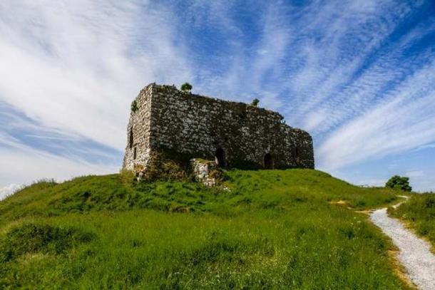 Remains of the Great Hall, Rock of Dunamase. Credit: Ioannis Syrigos