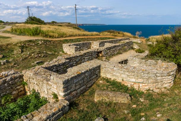 Remains of the Kaliakra fortress wall and buildings. (Image: ©Sergey Kohl/ fotolia)