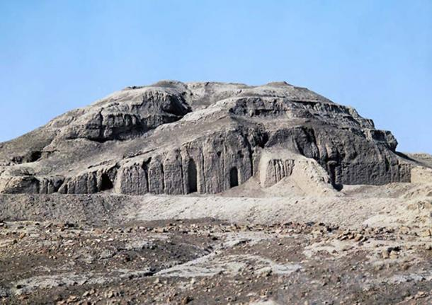 Remains of the ziggurat and White Temple in Uruk.