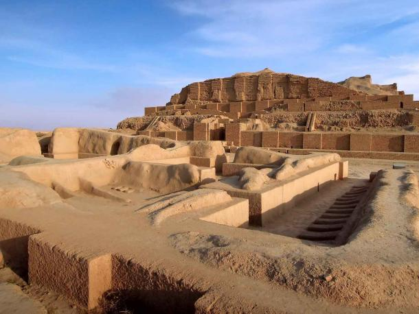 Remains of the Elamite temple of god Kiririsha, and the Chogha Zanbil ziggurat, the oldest extant monument in Iran. (Poliorketes / Adobe Stock)