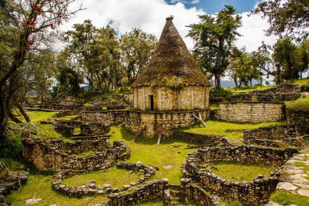 Archaeological remains, including a reconstructed circular dwelling, at Kuelap in Peru, a walled settlement built by the Chachapoya culture. (LindaPhotography / Adobe Stock)