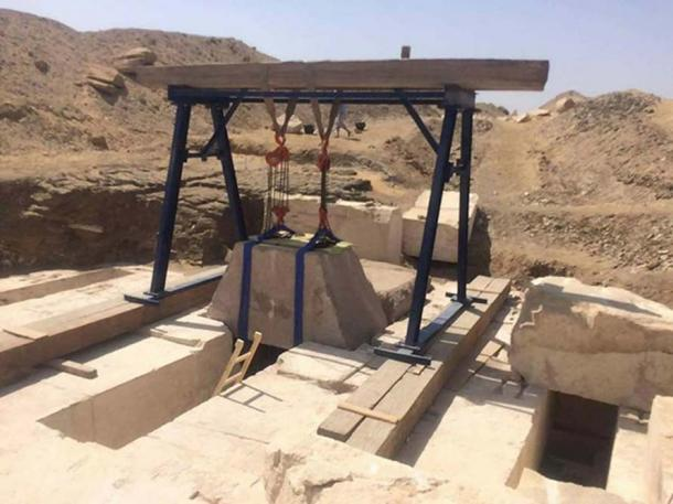 Removal of the block of the burial chamber at the newly discover 13th Dynasty Pyramid at Dahshur