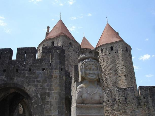Replica of a Dame Carcas bust. Dame Carcas led the defense of Carcassonne during the attack by Charlemagne. (Pinpin / CC BY-SA 3.0)
