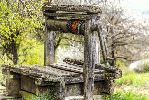 A representation of an old wooden well. (jozefklopacka / Adobe stock)