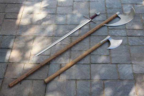 Representation of medieval sword, sparth axe (middle), and battle axe. (One lucky guy / CC BY-NC-SA 2.0)