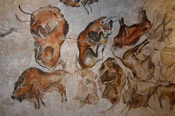 Reproduction of a Paleolithic cave painting of bisons from the Altamira cave, Cantabria, Spain (replica), painted c. 20,000 years ago (Solutrean). (Thomas Quine/CC BY SA 2.0)