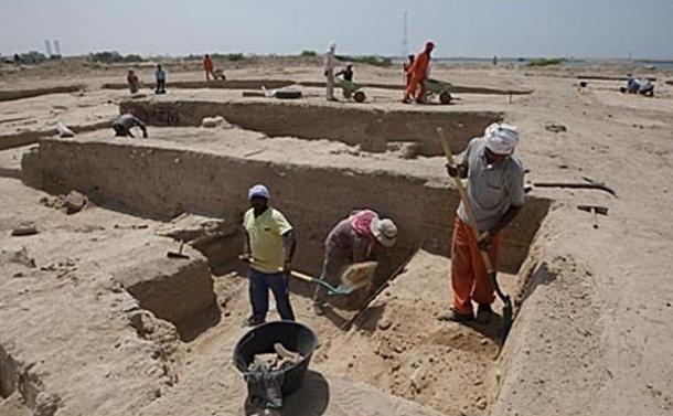 Rescue archaeology dig in progress at Julfar, April 2010