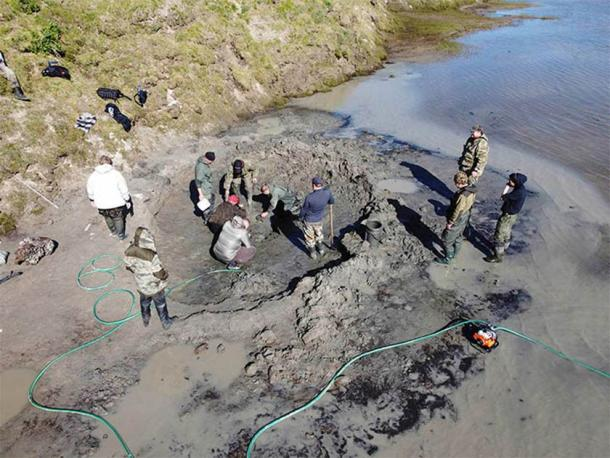 Researchers at the sight where the Siberian mammoth remains were discovered. (Image: Artem Cheremisov / Siberian Times)