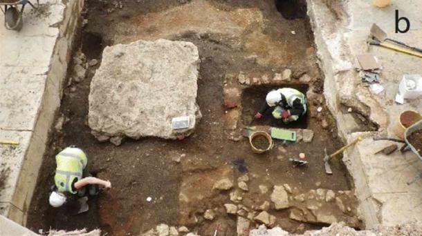 Researchers digging at the Oxford garbage dump and latrine that was the source of the Jewish kosher food artifacts used in the latest study. (Dunne et al. / Archaeological and Anthropological Sciences)