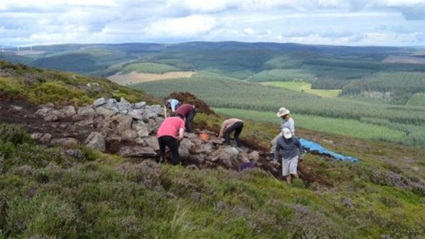 Researchers excavating around a construction at the Tap o' Noth site. (University of Aberdeen)