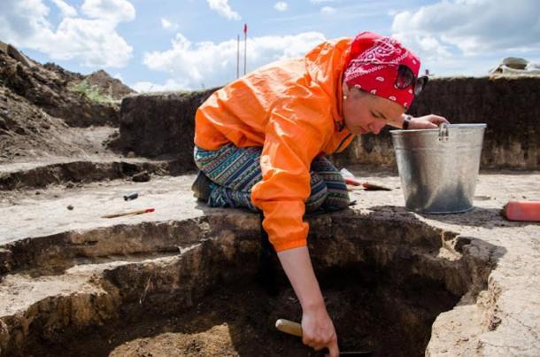 Researching of a necropolis Kamenny Ambar-5.