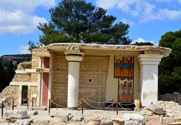 Restored building and frescoes at Knossos