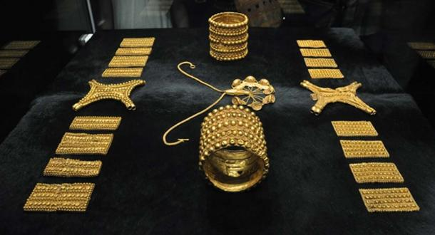 Rich treasures have been found at other sites in the region. Treasure of El Carambolo, exhibited in the Archaeological Museum of Seville. (CC BY-SA 4.0)