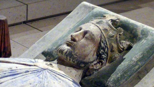 Richard the Lionheart lies buried at Fontevraud … in France.
