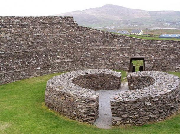 "Stone ringfort, ""Ring of Kerry"" in Ireland. (Francis Bijl/ CC BY 2.0 )"