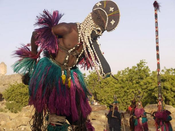 Ritual dance of Dogon County (Gleeson, G / CC BY 2.0)