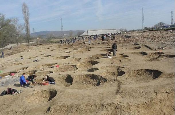 number more than 20 near the settlement. Only four burials have been found.