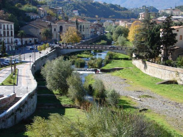 Alaric's treasure is believed to be buried with his body somewhere near the confluence of two rivers in Cosenza, Italy. The River Crathis in Cosenza