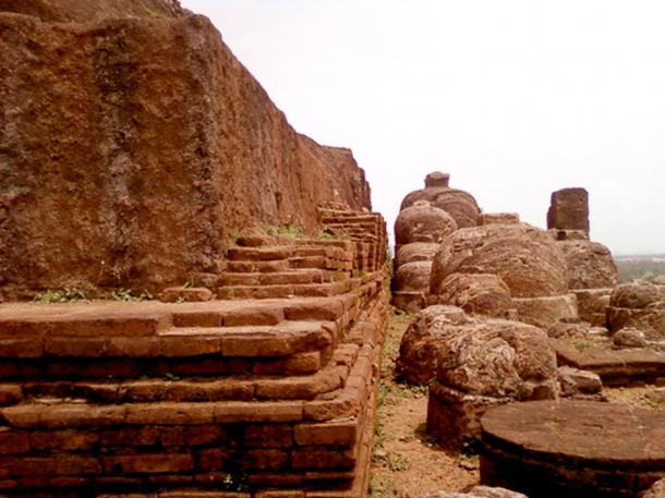 Rock cut stupas at Bojjannakonda (CC BY 3.0)