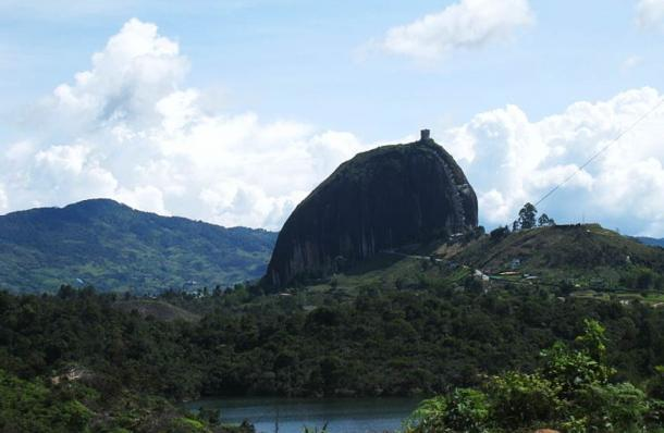 A distant view of the Rock of Guatapé.
