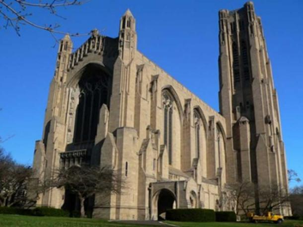 Rockefeller Chapel is a Gothic Revival chapel in the campus of the University of Chicago in Chicago, Illinois. (Public Domain).