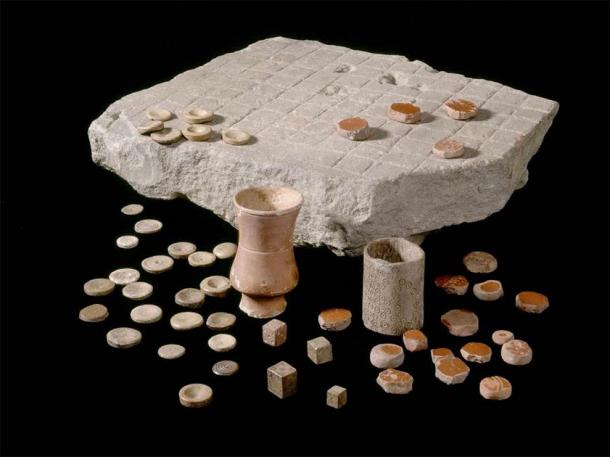 Latrunculi found at Housesteads Roman Fort or Roman Corbridge, complete with pottery counters and dice containers. 2nd-3rd century AD. Corbridge Roman Town and Museum, English Heritage. (English Heritage)