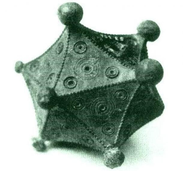 The Roman icosahedron found by Benno Artmann