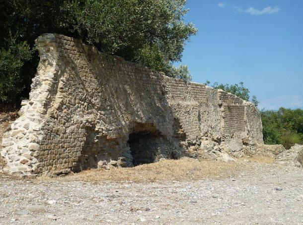 The town of Albenga is old, dating back to at least Roman times. This is the wall of a Roman tomb on the Via Julia Augusta.