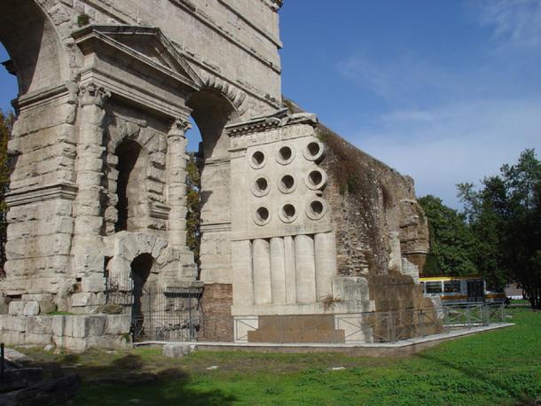 Rome, Porta Maggiore, remains of aqueducts Aqua Claudia and Aqua Anio Novus, integrated into Aurelian Wall as a gate 271 AD. (Roger Uhlich/ CC BY-NC SA 3.0)